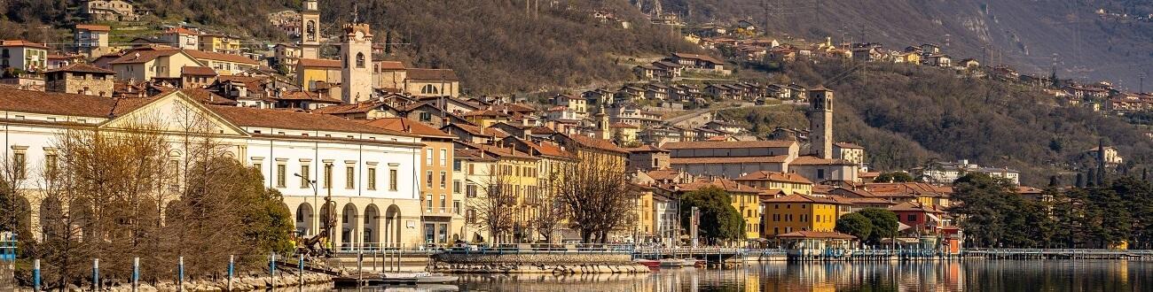 Lovere, la bellezza si specchia nel lago (foto: Claudio Tonsi)